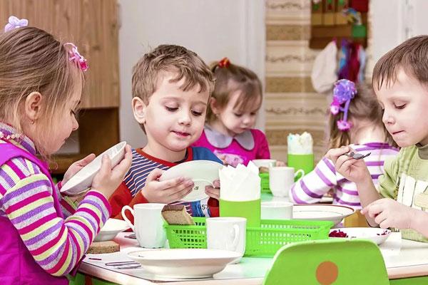 Организация питания в детских коллективах